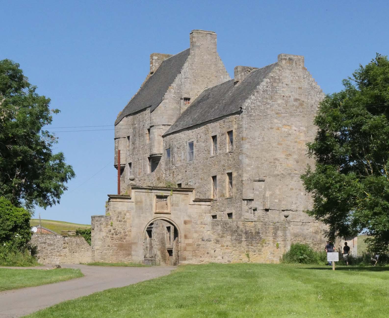 Lallybroch , Midhope Castle , Outlander